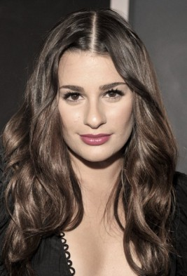 http://www.hollywoodlife.com/2011/02/14/grammy-beauty-get-lea-michele%E2%80%99s-lovely-hair-look-from-dove-and-vote/