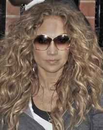http://www.hollywoodlife.com/2011/06/15/jennifer-lopez-hair-angelo-david-salon-ny/