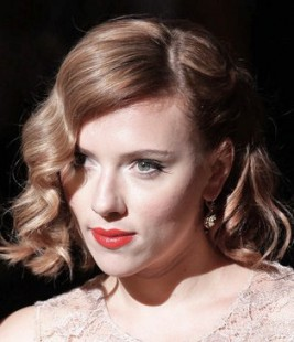 http://www.stylebistro.com/Celebrity+Hair/articles/mhsqgwFQ4T8/Scarlett+Johansson+Retro+Wavy+Hairstyle+Dolce