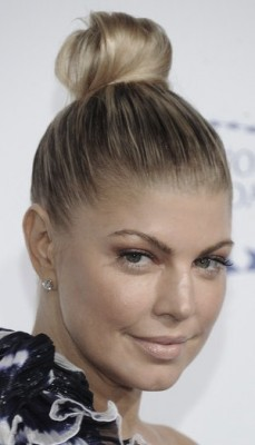 http://www.stylebistro.com/Celebrity+Hair/articles/ftoR1gAsNvt/Fergie+Top+Knot+Decade+Difference+Gala
