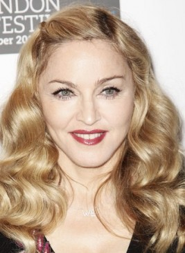 http://www.stylebistro.com/Celebrity+Hair/articles/r1t6jQr_D4E/Madonna+Lovely+Long+Curls+London+Premiere