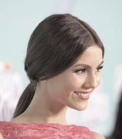http://www.stylebistro.com/Celebrity+Hair/articles/tYDd89hcsRj/Victoria+Justice+Perfect+Ponytail+Nickelodeon