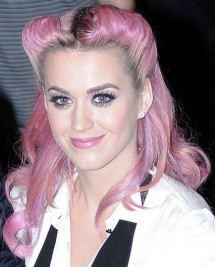 http://www.stylebistro.com/Fashion+Forum/articles/9zBn8XcmsSR/Katy+Perry+Rocks+Retro+Pink+Hairstyle