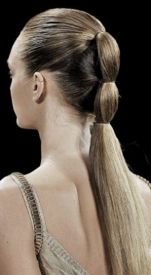 http://www.hair.becomegorgeous.com/newest_trends/runway_inspired_holiday_hairstyle_ideas-5909.html