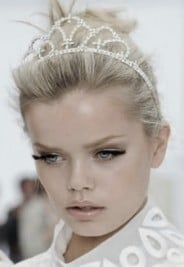 http://beautybanter.com/mouth-to-mouth-holiday-hair-styles-from-celebrity-stylist-jen-atkin