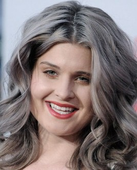 http://www.usmagazine.com/celebrity-beauty/news/kelly-osbourne-explains-her-new-gray-hair-color--2012121