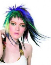 http://www.gallery.becomegorgeous.com/scene_girl_hairstyles/scene_queen_hairstyle-188.html