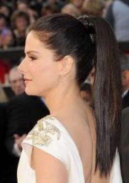 http://www.celebrityhairstyles.com/dos-in-the-news/red-carpet-recap-sandras-posh-pony/