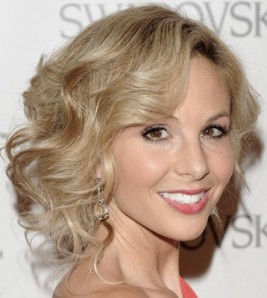 http://www.womansday.com/style-beauty/beauty-tips-products/celebrity-hairstyles-curly-hair?click=style#slide-6