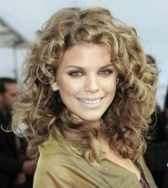 http://www.dailymakeover.com/blogs/beauty-trends-and-news/top-10-curly-celebrity-hairstyles.html?slideid=8&slideshowPaused=false