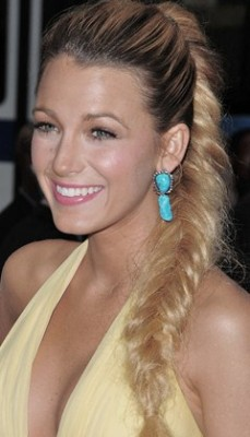 http://www.sheknows.com/beauty-and-style/articles/965815/celeb-hairstyle-of-the-week-blake-lively